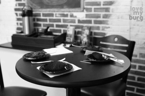 empty plates at bakery