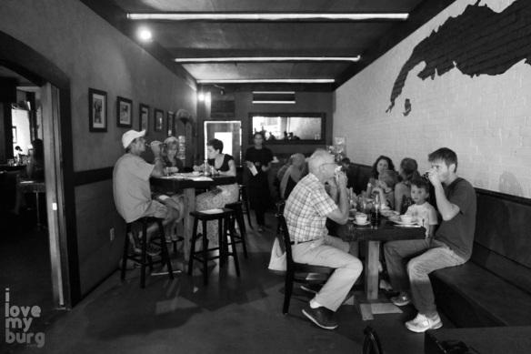 customers in restaurant