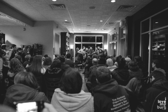 walking roots band crowd BW