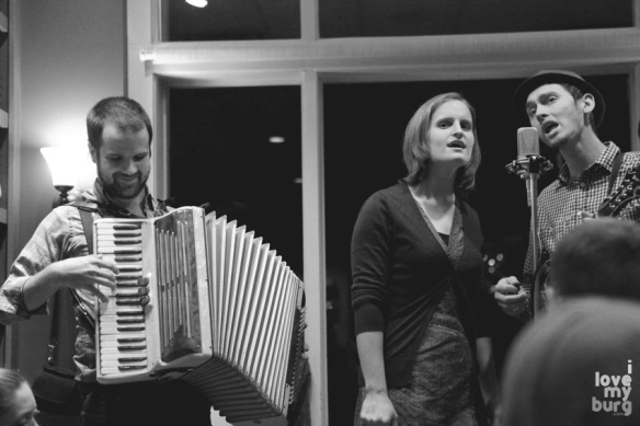 walking roots band accordion