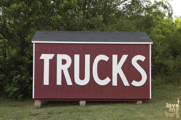 trucks sign